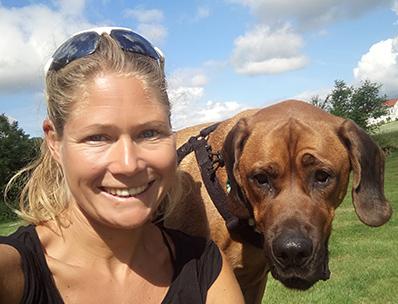 Brita Ortbauer mit Hund Maron